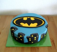 great Batman cake for a kid or an adult (I have a birthday coming up)