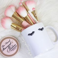 Not just for coffee ✨. Use our Eyelash mug to hold your pretty things. Shop link in profile. Cute pic from @makeuppmadness lovely page. #iheartDBM