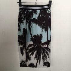 Zara plan tree skirt Body conscious, elastic waist. Neoprene feel. Very stretchy Zara Skirts Midi