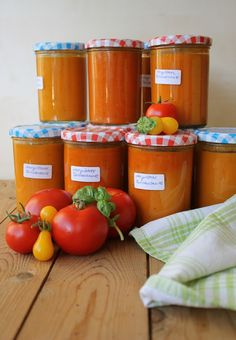 Gourmandises végétariennes: Sommer im Glas: Ofengeröstete Tomatensauce I Love Food, Good Food, Yummy Food, Chutneys, Fresco, Homemade Cheese, Canning Recipes, Unique Recipes, Food Gifts