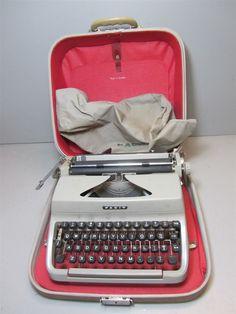 Vintage Facit Typewriter in Good Condition Made in Sweden Cream Beige w/ Case