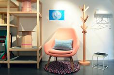 KIZUKU lista de tiendas de diseño Vevey, Egg Chair, Indoor, Baby Rooms, Danish, Showroom, Furniture, Store, Home Decor