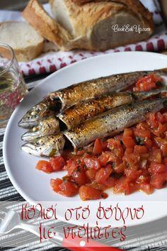 Συνταγή: Σκουμπρί ή κολιός στο φούρνο με ντομάτα ⋆ CookEatUp