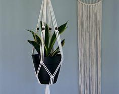"""Makramee Werk Hanger - Indoor Hanging Planter 30""""- natürliche weiße Baumwolle w / Holzperlen - Boho Zuhause, Kindergarten, Hochzeit-Dekor - gemacht, um zu bestellen"""