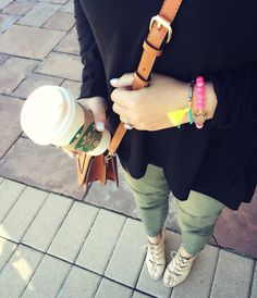 #style #nudeshoe #Fashion #blogger #denverblogger #crossbody #tanpurse #bracelet #neonbracelet #comfy #casual #starbucks #styleblogger #croppedskinnyjeans #jeans #skinny
