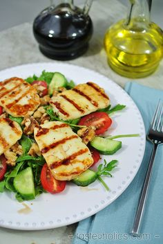 You'll forget the chicken when you try this grilled halloumi salad. It's crispy & warm and perfect for keto vegetarians. Lots of fat and protein with very little carbs. Halloumi Salad, Grilled Halloumi, Haloumi Cheese, Ketogenic Recipes, Keto Recipes, Healthy Recipes, Ketogenic Diet, Keto Foods, Healthy Salads