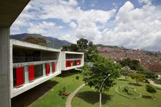 Medellín, Colombia, once famed for murder and cocaine, is now drawing notice for its ambitious urban projects, many aimed at easing life in the city's slums. Giancarlo Mazzanti, Colombian Cities, Architecture Life, Slums, Ny Times, Cool Pictures, Golf Courses, Urban, Island