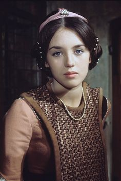 Isabelle Adjani in costume during the shooting of the television film 'The Secret of the Flemish' realized by Robert Valey. Isabelle Adjani, Young Movie, Nastassja Kinski, Wars Of The Roses, Good Old Times, Young Actresses, French Actress, Period Costumes, Face Hair