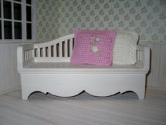 Miniature bench in 1/6 scale for dolls such as Blythe, Barbie, Monster High by LittleGiftCove