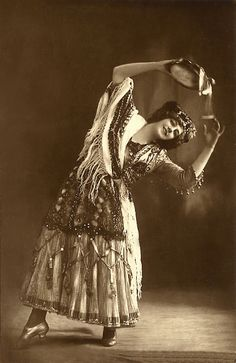 To dance happy. Vintage Gypsy, Vintage Girls, Gypsy Life, Gypsy Soul, Old Pictures, Old Photos, Vintage Photographs, Vintage Photos, Gypsy People