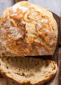 Overhead photo of crusty homemade bread - Artisan style, no knead Jiffy Cornbread Recipes, Yeast Bread Recipes, Rock Crock Recipes, Recipetin Eats, No Knead Bread, Easy Bread, Artisan Bread, Monkey Bread, Food Photography