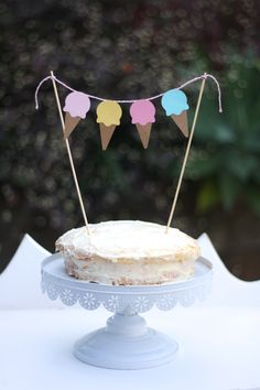 Ice-cream cone bunting cake topper. Each cone is 6.5cm and the whole bunting is 35cm long Comes in pastel colours but can do other colours to suit your party decor Comes with 2 stakes to tie on.