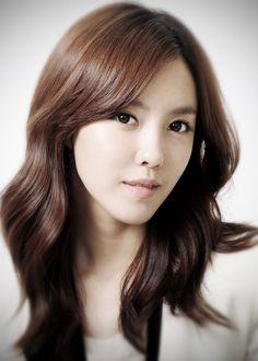Hyomin : - Tên đầy đủ: Park Sun Young - Ngày sinh: 30/05/1989 - Chiều cao/ Cân nặng: 167cm/ 43kg - Vị trí trong nhóm: hát,rapper - Sở thích: chụp ảnh, nấu ăn, vẽ , tạo mốt