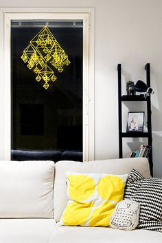 Himmeli hanging ornament made out of straws and thread - link to a partly tutorial on the page Home Living Room, Interior Inspiration, Home Decor Decals, House Interior, Yellow Decor, Home Deco, Himmeli, Home Interior Design, Home And Living