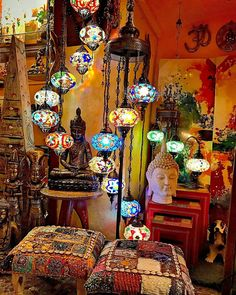 Good conceptualized Meditation Room ideas reference - Eclectic Home Decor Bohemian Room, Bohemian Bedroom Decor, Bohemian House, Room Decor Bedroom, Hippie House, Gypsy Decor, Meubles Peints Style Funky, Vintage Home Decor, Diy Home Decor