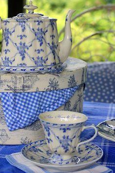 Blue and White China - via Warren Grove Garden Blue Dishes, White Dishes, Blue And White China, Blue China, Vintage China, Vintage Tea, Dresser La Table, Tea Art, My Cup Of Tea