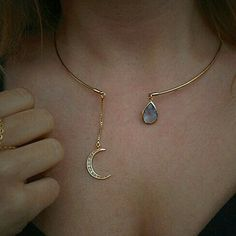 Gorgeous crescent moon necklace