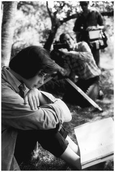 Isabella Rossellini studying her lines for David Lynch's film Blue Velvet, in Massachusetts, 1985    Photo Eve Arnold