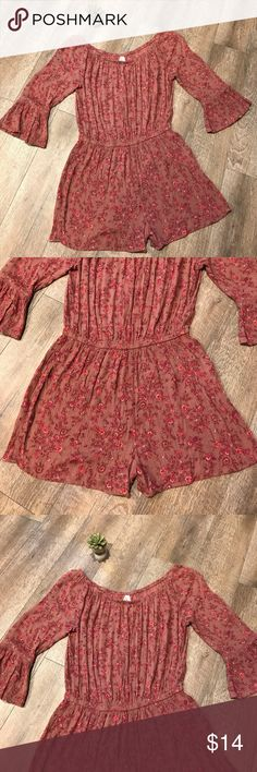 Hippie boho Pink floral romper jumpsuit shorts M In great condition and only worn once! ✨ Very comfy and great for a casual day or an upscale occasion. Mudd Pants Jumpsuits & Rompers