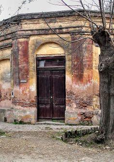 Corner in Tomás Jofré (Esquina en Tomás Jofré) | Buenos Aires | Argentina Pagani Zonda, Gate House, Old Buildings, Rio Grande, Country Living, Collage Art, South America, Rustic Decor, Colonial
