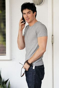 Ian Somerhalder Photo - Ian Somerhalder Shops Fred Segal