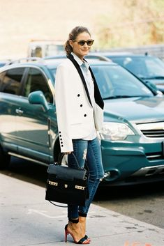 New York Fashion Week Olivia Palermo in white blazer and blue jeans with open toe heels Estilo Olivia Palermo, Olivia Palermo Style, Look Fashion, Fashion Models, Autumn Fashion, Net Fashion, Style Work, Her Style, Looks Street Style