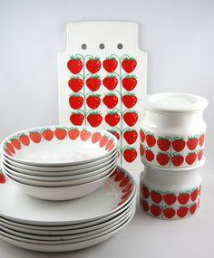 interior, kitchen, dish, red and white, Pomona Raija Uosikkinen 1964 – 71