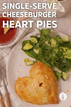 These cheesy pies are made with LOVE! Food Network Recipes, Cooking Recipes, Cheeseburger Pie, Side Dishes For Bbq, Mini Apple, Palak Paneer, Dinner Ideas, Foodies, Cheesecake