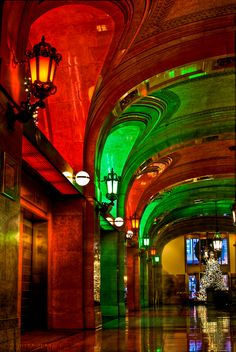 Christmas in Chicago City Hall, Red and Green illumination