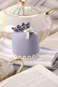 violet mini cake