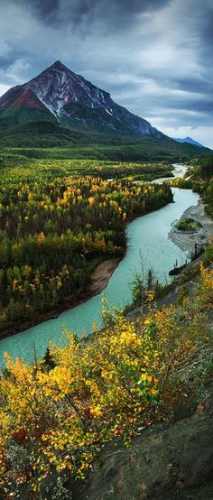 11 Amazing Places to Visit in Alaska As Alaska is big, so too is its beauty. 11 Amazing Places to Visit in Alaska As Alaska is big, so too is its beauty. A vast, uninhabited wilderness o Cool Places To Visit, Places To Travel, Travel Destinations, Alaska Travel, Alaska Usa, Travel Usa, Solo Travel, Amazing Nature, Amazing Art