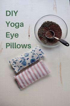 diy pillows DIY Lavender and Flax Yoga Eye Pillow - Diy Pillow Covers, Diy Pillows, Decorative Pillow Covers, Diy Projects To Try, Sewing Projects, Sewing Ideas, Diy Eye Mask, Lavender Sachets, Lavender Pillow