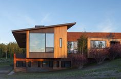 A mid-century modern inspired cabin in Wyoming - Gros Ventre Residence by Stephen Dynia Architects