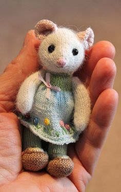 Toys Patterns little cotton rabbits – Best Amigurumi Knitted Bunnies, Knitted Teddy Bear, Knitted Animals, Knitted Dolls, Crochet Dolls, Knitting For Kids, Knitting Projects, Baby Knitting, Crochet Projects