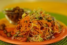 Salads are great! But I have to admit when it gets cold outside even my salads desire a little warmth. So, this quick carrot salad is just perfect! Carrot Salad Recipes, Raw Vegan Recipes, Japchae, Carrots, Salads, Spaghetti, Diet, Ethnic Recipes, Food