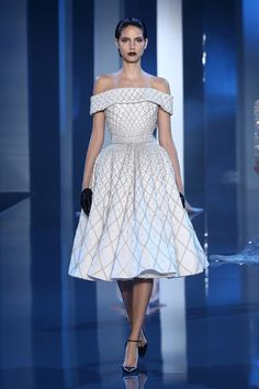 ralph and russo couture fall 2014 2015 look 5 embellished white dress off shoulder sleeves -- Ralph & Russo Fall/Winter Haute Couture Collection Haute Couture Style, Couture Mode, Couture Fashion, Runway Fashion, Paris Fashion, Couture Bridal, Couture Week, Juicy Couture, Fashion Beauty