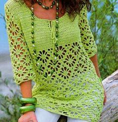 La maglia color verde lime ma, realizzabile nel colore che preferite, è lavorata con l'uncinetto e veste dalla taglia 40 alla taglia 50...