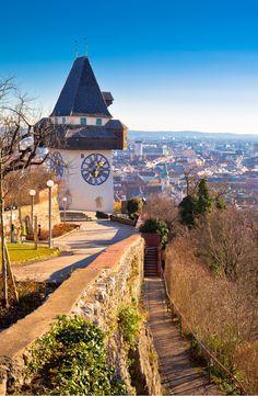 Uhrturm am Schlossberg in Graz. Places In Europe, Places To Go, Feldkirch, Graz Austria, Austria Travel, Beautiful Places, Country Roads, House Design, Explore