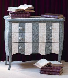 Meubles ray sur pinterest commode rayures chaises de for Meuble peint en blanc