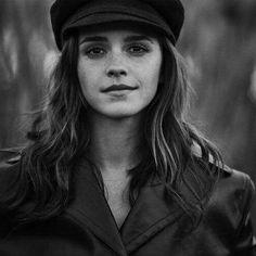 ❤️ NEW PHOTO ❤️ Emma Watson ha aggiornato la sua pagina Facebook con 2 nuove foto dal photoshoot per VOGUE Australia ✨ Crediti: The Emma Watson Archives Instagram : https://www.instagram.com/we.love.emma.watson.crush/ Passate dal nostro gruppo ; https://www.facebook.com/groups/445446642475974/ Twitter : https://twitter.com/GiacomaGs/status/907646326359445509 ? ~EmWatson