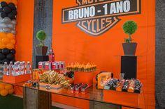 A festinha de 1 ano do Bruno, que aconteceu em Brasília, foi bem diferente! Como o pai é louco pelas motocicletas Harley-Davidson, ele fez questão que o te