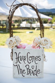 Super cute flower girl basket. Photo by www.zachmathersphotography.com
