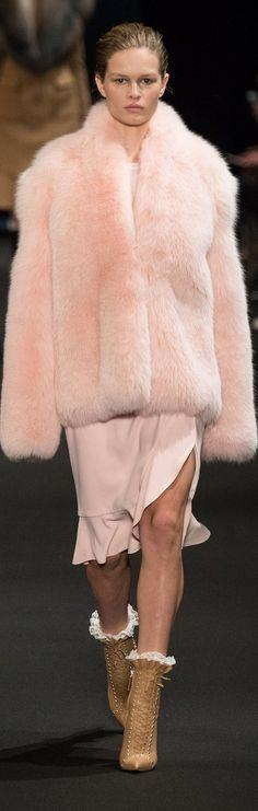 New York Fashion Week. Fall/Winter Ready-To-Wear. Pink Fashion, I Love Fashion, Fashion Design, Fashion Trends, Winter Outfits, Cool Outfits, Winter Clothes, Fur Skirt, Fabulous Furs