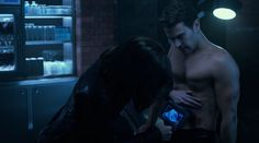 In this Underworld: Blood Wars clip, David (Theo James) has been hit by a self-propelling bullet that is moving throughout his body faster than he can heal. Divergent Theo James, Divergent Series, Underworld Kate Beckinsale, Underworld Movies, James Faulkner, Lara Pulver, Charles Dance, Bradley James, Boy Celebrities