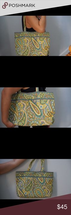 Vera Bradley Tote bag Vera Bradley Tote bag in excellent condition Vera Bradley Bags Totes Vera Bradley Tote Bags, Fashion Tips, Fashion Design, Fashion Trends, Totes, Best Deals, Womens Fashion, Closet, Accessories