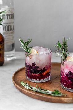 Blueberry Lemon Vodka Spritz – five minutes, five ingredients, and one pitcher! … Blueberry Lemon Vodka Spritz – five minutes, five ingredients, and one pitcher! Fancy Drinks, Easy Cocktails, Summer Cocktails, Cocktail Recipes, Vodka Cocktails, Beach Drinks, Margarita Recipes, Sweet Cocktails, Drink Recipes