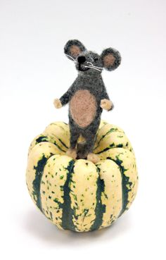 This needle felted mouse is ready for the season.
