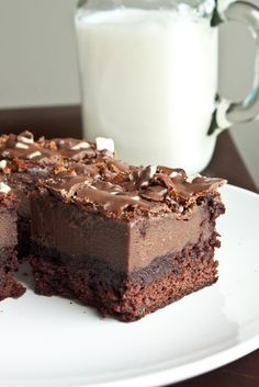 Minty Chocolate Mousse Brownies ~ box brownie mix base, covered with a chocolate & crème de menthe mousse layer | recipe at Sweet Treats & More, adapted from Betty Crocker, via Wayback Machine