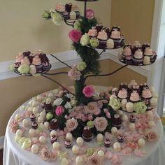 I love this cupcake wedding cake