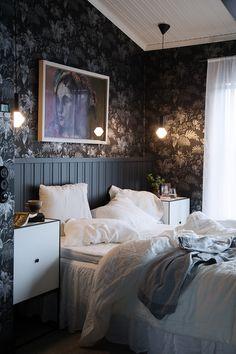 Makuuhuone Classic Wallpaper, Traditional Wallpaper, Classic Collection, Designer Wallpaper, Villa, Bedroom Decor, Romantic, Wallpapers, Black And White